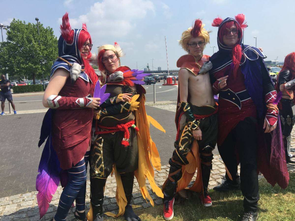 League of Legends cosplayers at MCM London Comic Con 2018